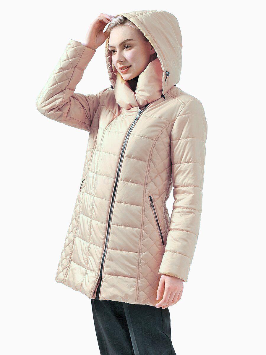 большая куртка на девушке
